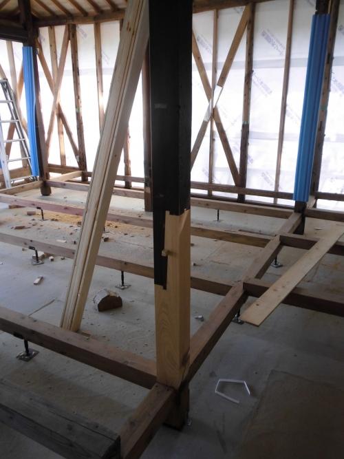 古民家の柱を補強するための金輪継を使った事例