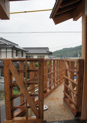 木造住宅外壁の柵