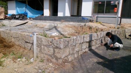 古い石積擁壁積み替え