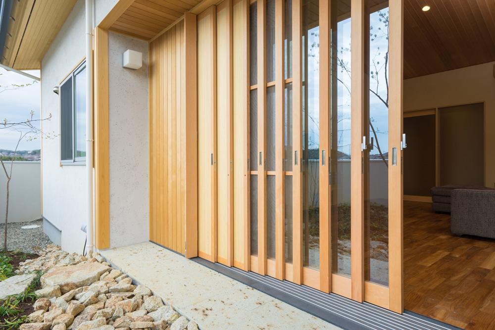 注文住宅 T様邸リビング木製建具 2016/4/3