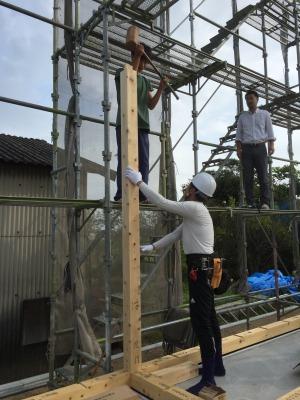 岡山市南区西高崎 レモン畑の家 上棟の柱建て様子 その2