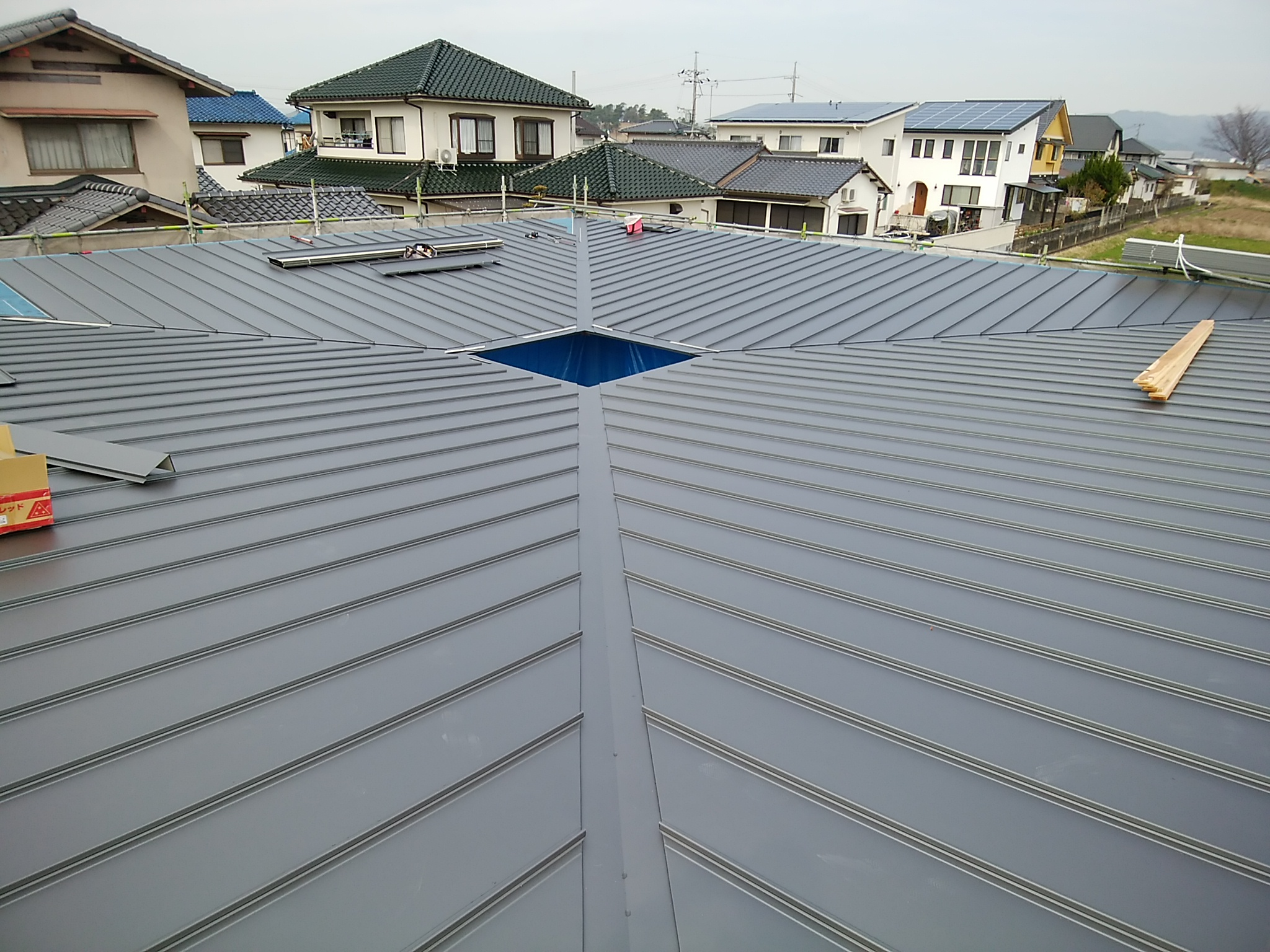 岡山県総社市宿 ロでつながる家の屋根
