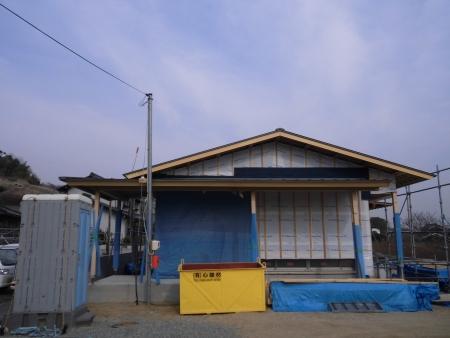 平屋住宅玄関の養生作業