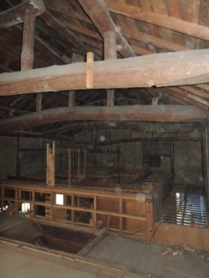 解体工事 屋根裏